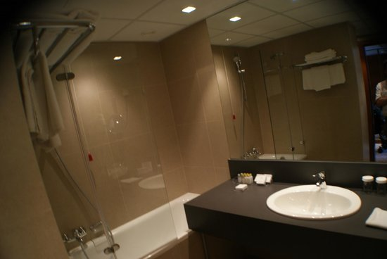 Grand Hotel Union: Bathroom
