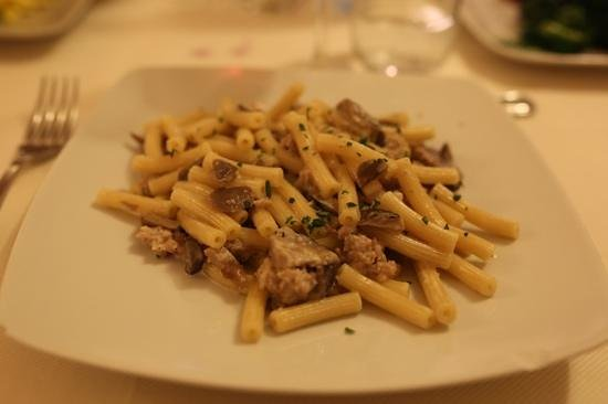 Osteria Dei Priori: pasta sausage and mushrooms