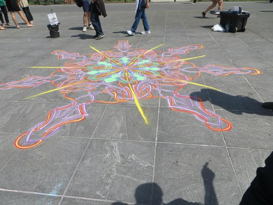 Real New York Tours: Street Art in Washington Square