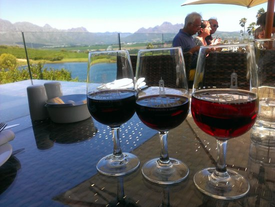 Asara Wine Estate & Hotel: vino con panorama su montagne e vigneti