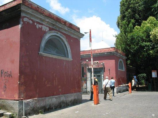 Museo e Gallerie Nazionali di Capodimonte: L'ingresso da Porta Piccola su Via Miano