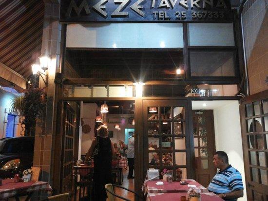 Meze Taverna Restaurant : lovely atmosphere