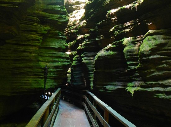 Dells Boat Tours: Witches' Gulch