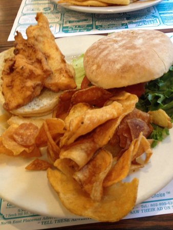 Plain Jane's Diner: Fishwich. And AMAZING CHIPS!!!