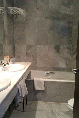 Maristel Hotel: Badezimmer