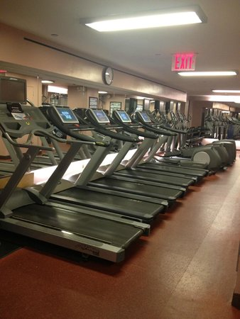 InterContinental New York Barclay: Surprised at the number of treadmills for a hotel gym!