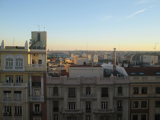 Senator Gran Via 70 Spa Hotel : view from our window, palacio real in the background