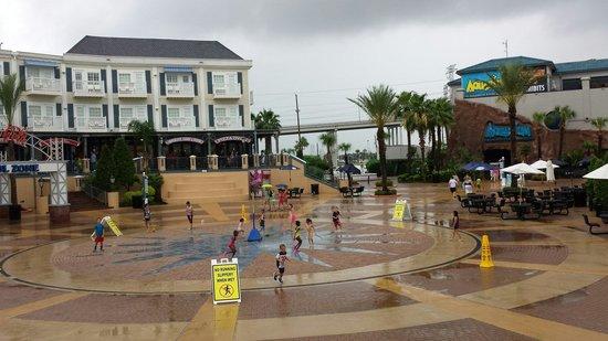 Kemah Boardwalk : Water play area