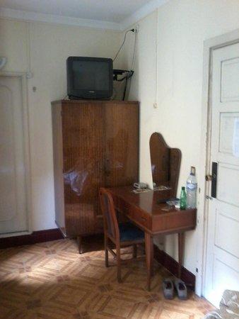 Paulista Pensao Residencial: vieille TV, uniquement chaines portugaises