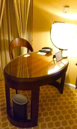 The Ritz-Carlton, Atlanta: Desk