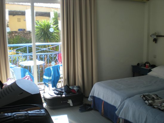 Louis Corcyra Beach Hotel: Small basic bedroom