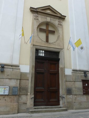 University Church of the Blessed Name of Jesus: Entrance