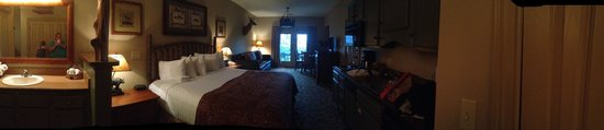 Big Cedar Lodge : View of Roaring River Lodge Studio Room.  King Bed/Queen Bed Sofa & Kitchenette