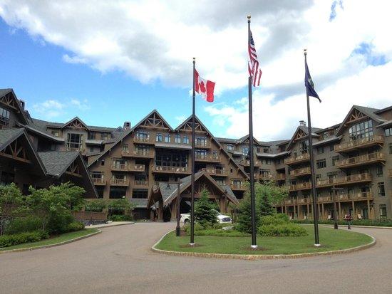 Stowe Mountain Lodge : Beautiful Stow Mountain Lodge Entrance...