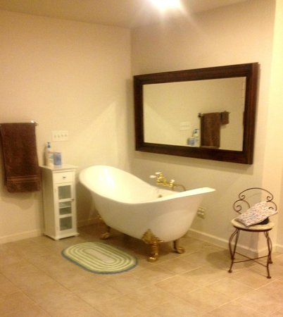 One Light B&B : The Serenity Room bathroom
