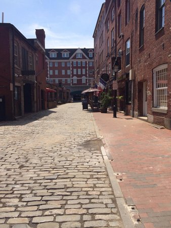 Awesome streets in the old port
