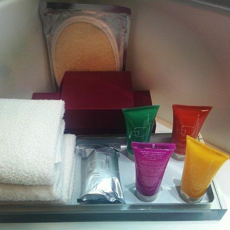 Crowne Plaza Riyadh Minhal: Bathroom Goodies