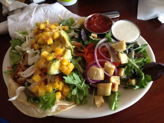 Blue Sky Bistro on the Bay: Shrimp Tacos and Salad