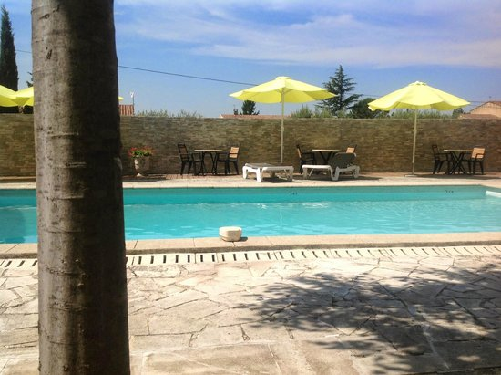 Le Mas des Amandiers: piscine