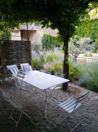 Le Mas des Oules: each apt. has its own terrace