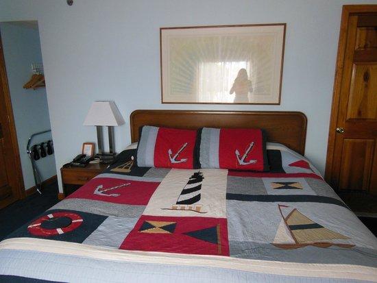 Rhea's Inn by the Sea : bed