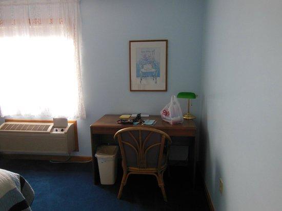 Rhea's Inn by the Sea : desk area