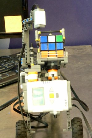 Museum of Science and Industry: Rubik Cube Solver Machine