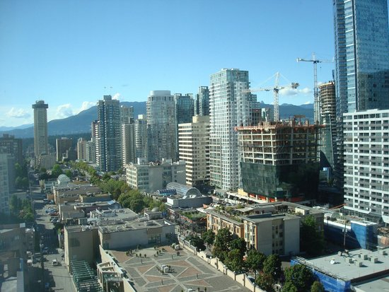 Sutton Place Hotel Vancouver : view from 18th floor - Sutton Place Hotel