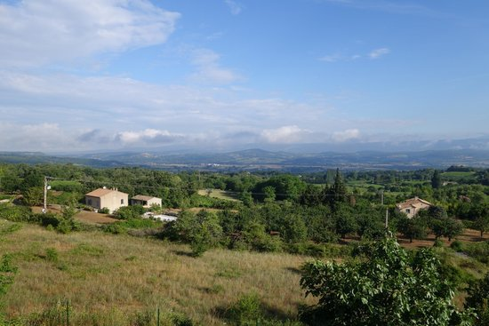 Les Terrasses du Luberon : view from their garden :)