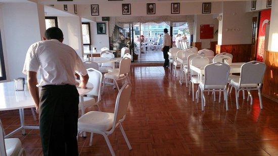Grand Hotel Kurdoglu: Restaurant of a self claimed 4 star hotel