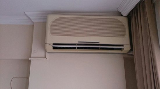 Grand Hotel Kurdoglu: 20 year old airconditioners giving no cooling