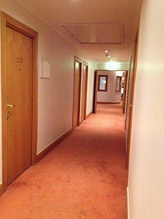 Mercure Porto Centro Hotel: Corredor dos quartos - 2º andar