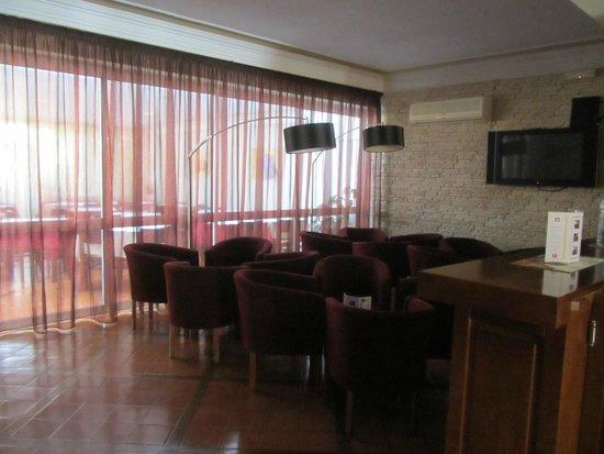 Montemar: холл