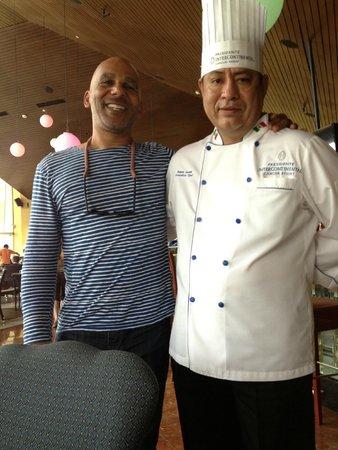 Presidente InterContinental Cancun Resort: Head chef Ruben and me.