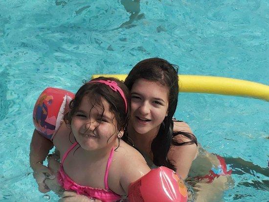 Family Hotel Primavera: Divertirsi da matti nella piscina con onde ed acqua riscaldata.