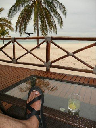 Presidente InterContinental Cancun Resort: The Beach-side bar.