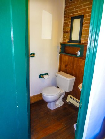 Creede Firemens Inn: Bathroom