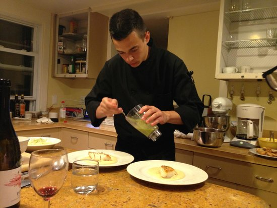 Le Petit Chateau Inn: Private Chef Justin