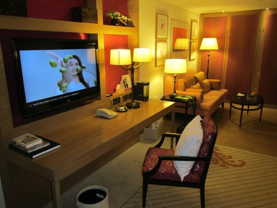 ITC Gardenia, Bengaluru: Desk in the room with big TV hanging over it, you could connect to it with your PC