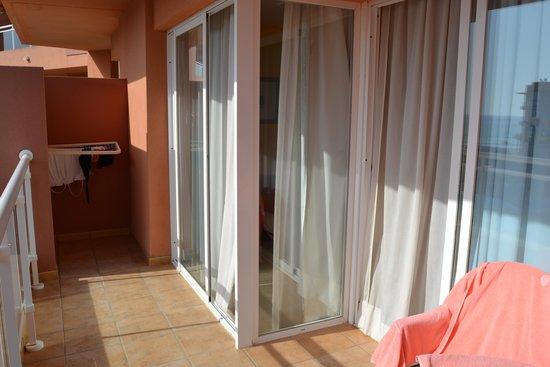 Playaluna Hotel : terraza apartamento amplia