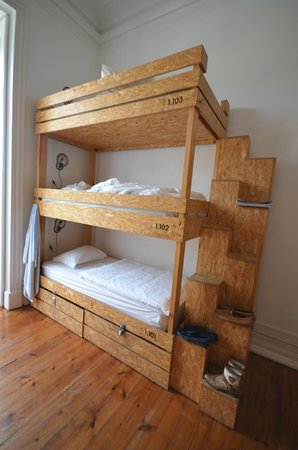 The Independente Hostel & Suites : 3 storey bunk beds, very sturdy and comfortable