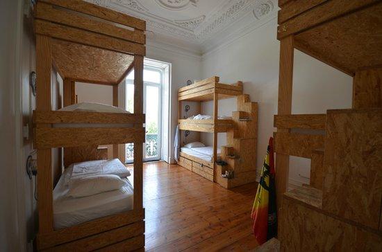 The Independente Hostel & Suites : 9-bed co-ed dorm room