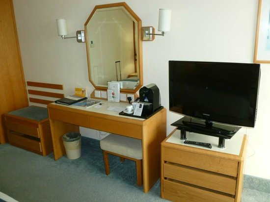 Constantinou Bros Athena Beach Hotel: Our superior room