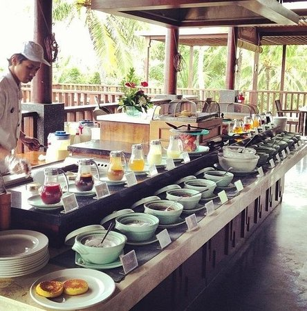 Legian Beach Hotel: Pancake and waffle station upstairs, absolutely amazing!