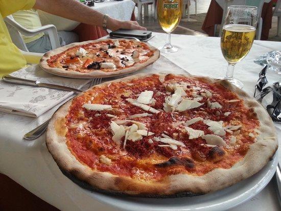 """Hotel Lo Zodiaco: pizza """"toro"""" e pizza """"pesci"""""""