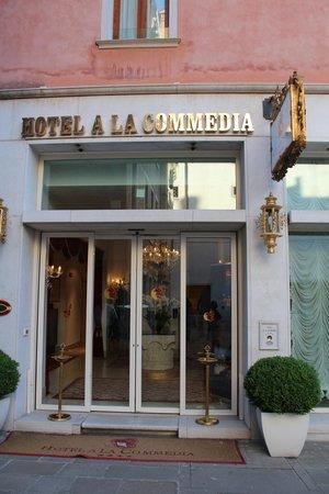 Hotel a La Commedia: Entrance to the hotel