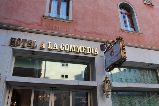 Hotel a La Commedia: Entrance