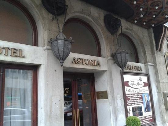 Danubius Hotel Astoria City Center: Side entrance