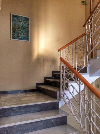 Primavera Hotel: лестница