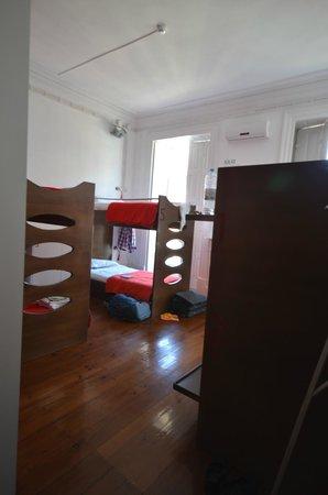 Gallery Hostel : 6 bed mixed dorm